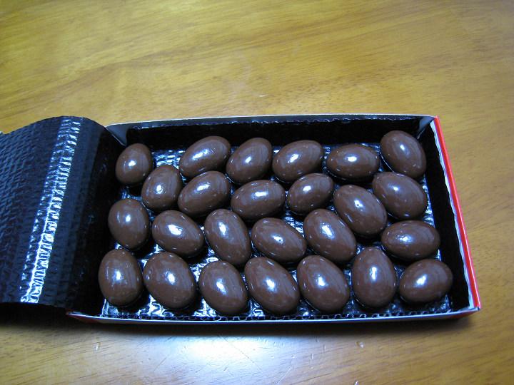 明治 アーモンドチョコレート 成分表示 個数